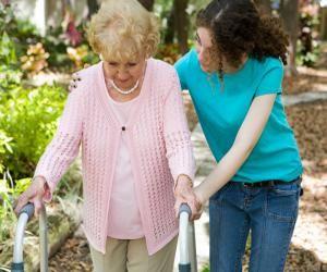 Особенности работы сиделки для пожилых людей